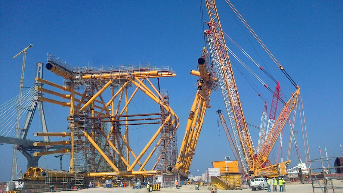 Heavy lifting work in Dragados Offshore