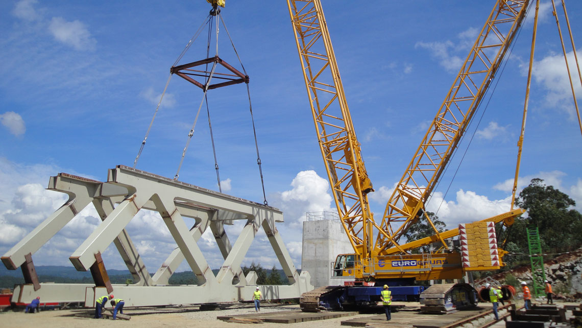 EUROGRUAS takes part in the first stage of the construction of the bridge over river Ulla
